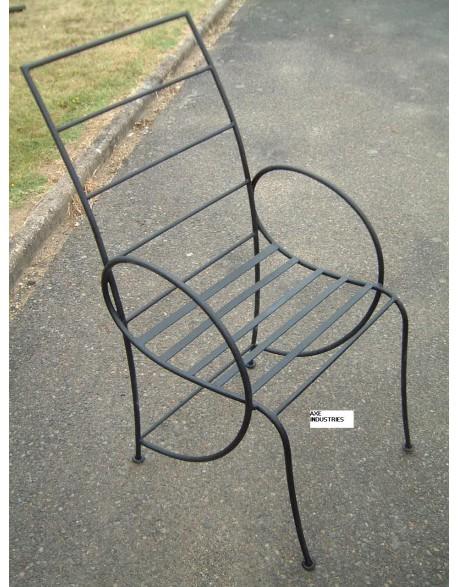 chaise en fer forg mod le camille avec assise chaise fer forge noir ou rouille axe industries. Black Bedroom Furniture Sets. Home Design Ideas