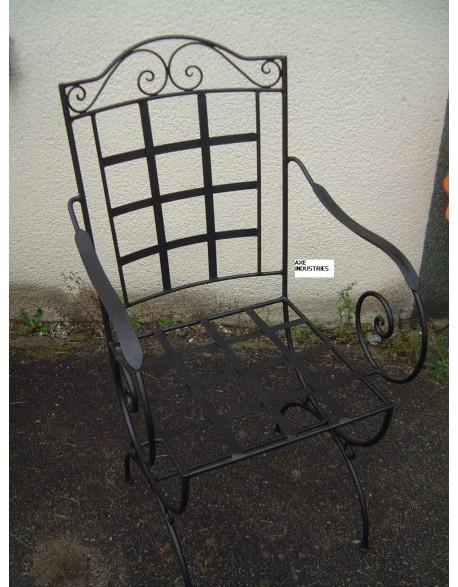 chaise fer forg chisseaux coussin compris chaises en fer forg axe industries. Black Bedroom Furniture Sets. Home Design Ideas