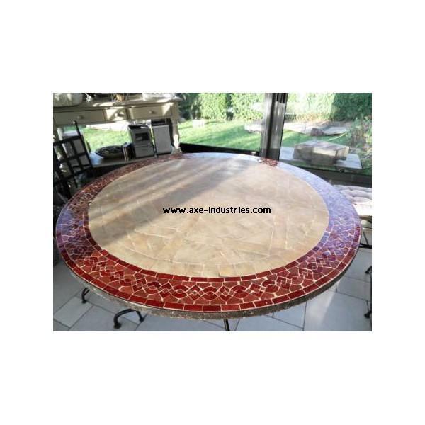 table ronde avec frise en zellige rouge tables rectangulaires en fer forge et zellige axe. Black Bedroom Furniture Sets. Home Design Ideas