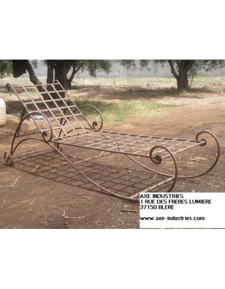 bain de soleil rosa bains de soleil en fer forg axe industries. Black Bedroom Furniture Sets. Home Design Ideas