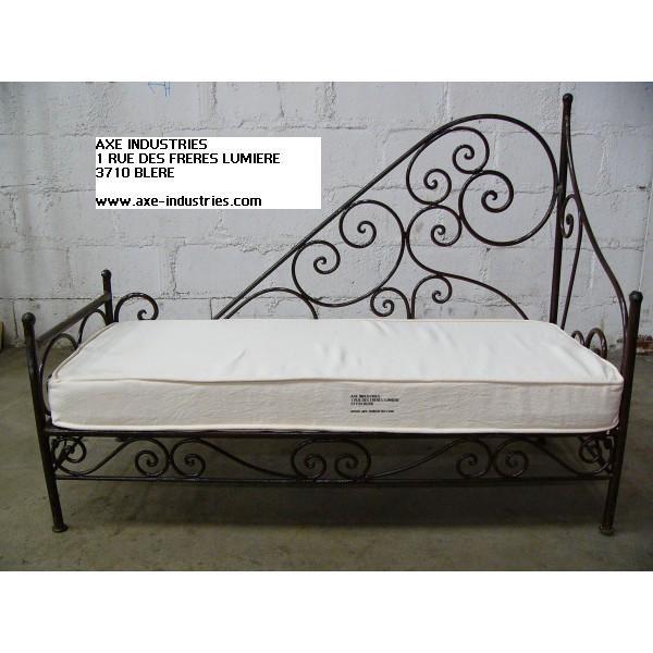 m ridienne cerise en fer forg m ridiennes en fer forg axe industries. Black Bedroom Furniture Sets. Home Design Ideas