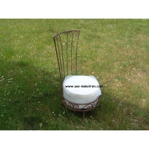 chaise basse de salon fer forg avec assise chaises en fer forg axe industries. Black Bedroom Furniture Sets. Home Design Ideas