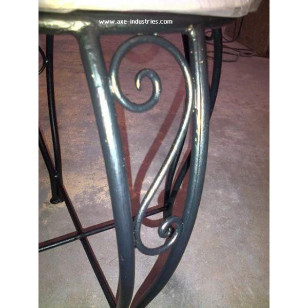 pouf hermione fauteuils en fer forg axe industries. Black Bedroom Furniture Sets. Home Design Ideas