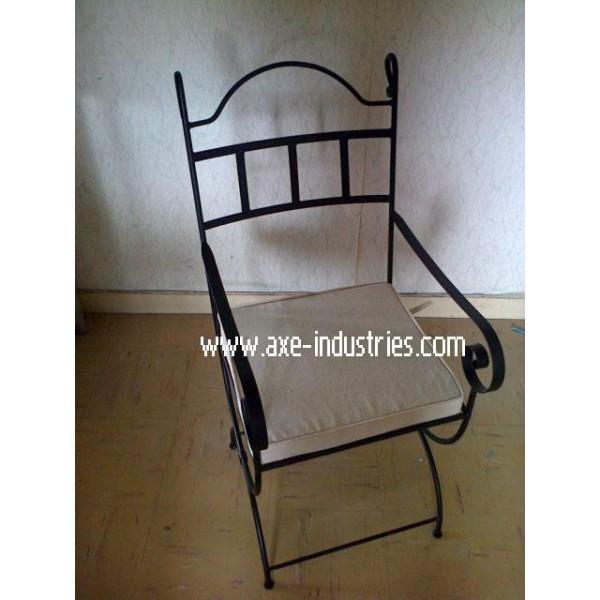chaise fer forg arthur coussin compris chaises en fer forg axe industries. Black Bedroom Furniture Sets. Home Design Ideas