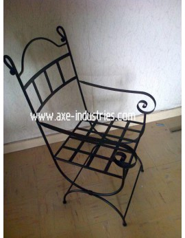 CHAISE FER FORGE ROI AVEC ASSISE BLANCHE FOURNIE