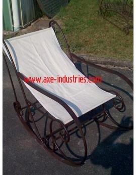 Rocking chair en fer forgé