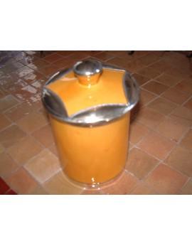 Pot en céramique jaune avec bordure argentée