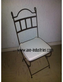 CHAISE FER FORGE COL DE CYGNE AVEC ASSISE BLANCHE FOURNIE