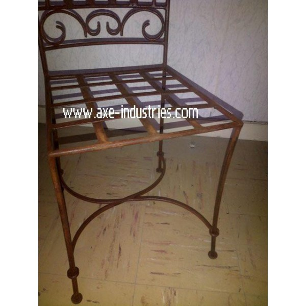 chaise en fer forg mod le antoinette coussin compris chaises en fer forg axe industries. Black Bedroom Furniture Sets. Home Design Ideas
