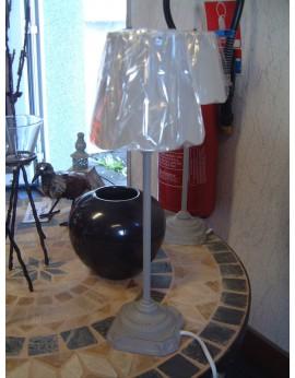 Lampe avec abat-jour écru